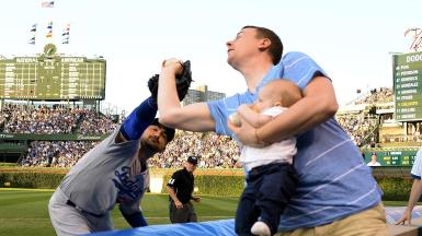 dm_150623_guy_catches_foul_ball_with_baby_at_cubs1137