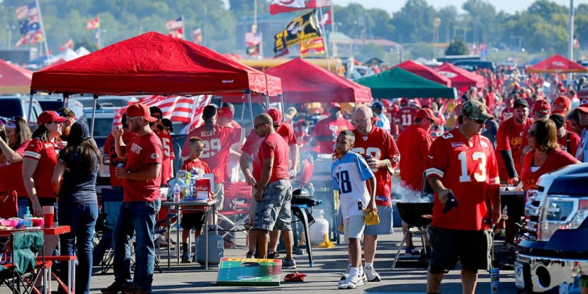 26-030333-how_much_the_average_fan_spends_on_an_nfl_tailgate